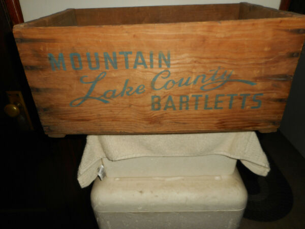 OLD WOOD WOODEN MOUNTAIN LAKE COUNTY BARTLETT PEAR PRODUCE CRATE BOX ADVERTISING