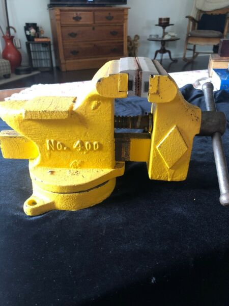 Vintage Littlestown Hardware & Foundry Co Swivel Bench Vise No 400 w Anvil