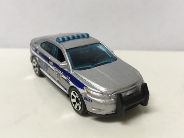 2013 2019 Ford Taurus Police Interceptor Collectible 1 64 Scale Diecast