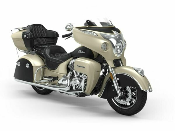 2020 Indian Motorcycle® Roadmaster® Icon Series Dirt Track SmokeThunder B  2020 Indian Motorcycle® Roadmaster® Icon Series Dirt Track SmokeThunder B  wit