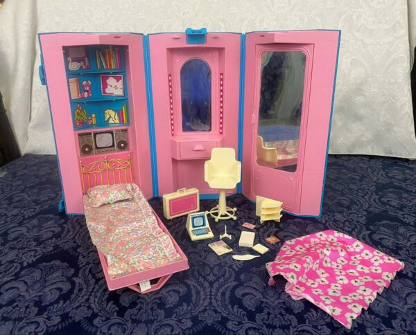 Vintage 1984 Mattel Barbie Fold & Go Hexagon Home Office Day Night & most Pieces