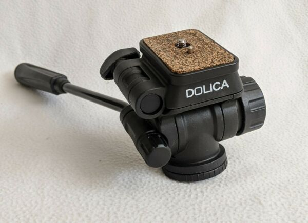 Dolica ST600P Tripod Pan Head with QR Plate