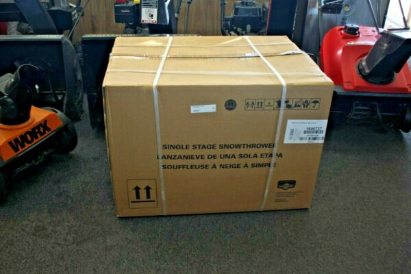 Briggs amp; Stratton Single Stage with Auger Assistance Gas Snow Blower BRAND NEW