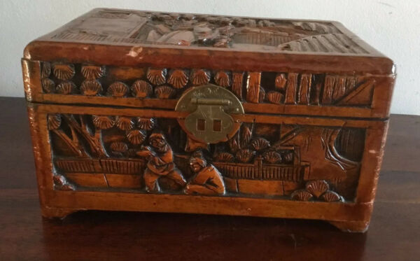 Magnificent Wooden Carved Chinese Box With Beautiful Red Material Lining AU $65.00