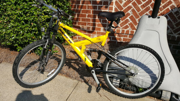 Mongoose MGX Mountain Bicycle Mens 26 in 21 Speed Yellow $170.00
