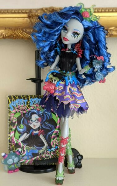 Monster High Sweet Screams Ghoulia Yelps Doll and Accessories $120.00
