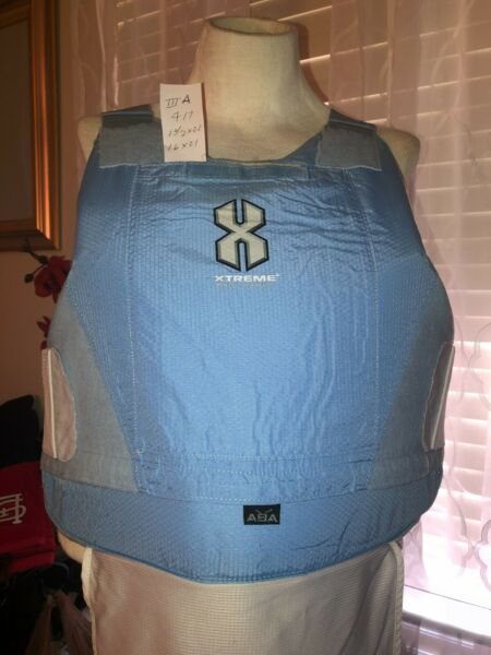 Safariland Body Armor with Ballistic Plates and Carrier 4 17 Level IIIA N $130.00