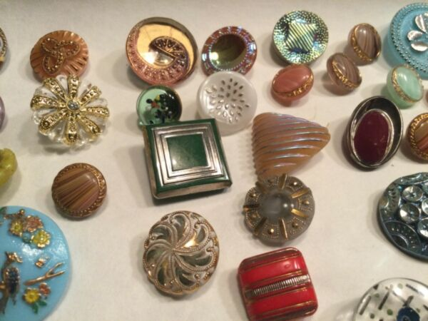 LOT OF 42 ANTIQUE BUTTONS MOSTLY CZECH GLASS.