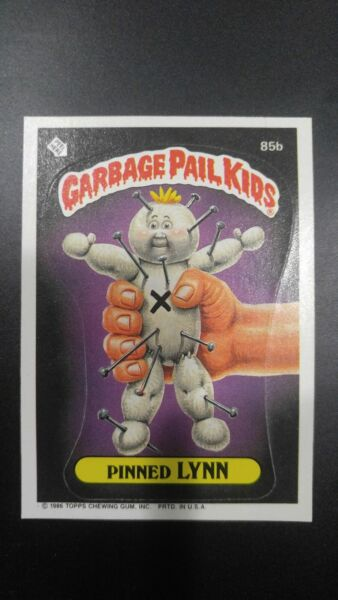 PINNED LYNN VOODOO DOLL 85B PUZZLE BACK GARBAGE PAIL KIDS TRADING CARD STICKER
