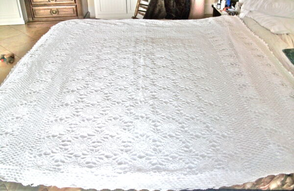 White Vintage Hand Crochet Lace Table TopperBEDSPREADSHOWER CURTAINFLORAL