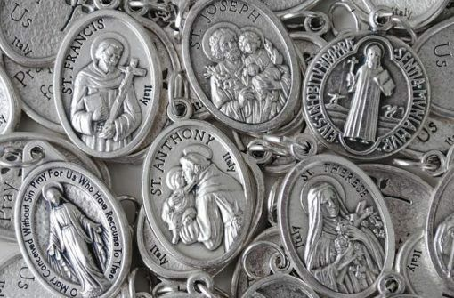 Patron Saint Charm Medals YOU CHOOSE Pack of Ten NEW Communion Gift Favor $10.89