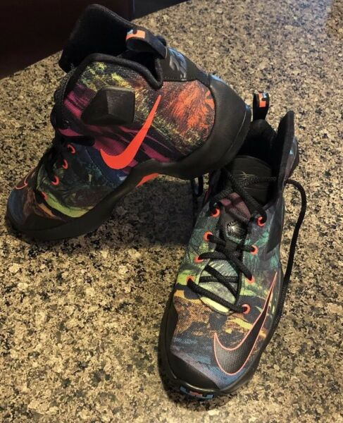 NIKE LEBRON JAMES XIII Top Sneaker Basketball Shoes Size 6Y