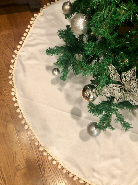 60 Inch White Faux Burlap Christmas Tree Skirt with Ivory Pom Pom
