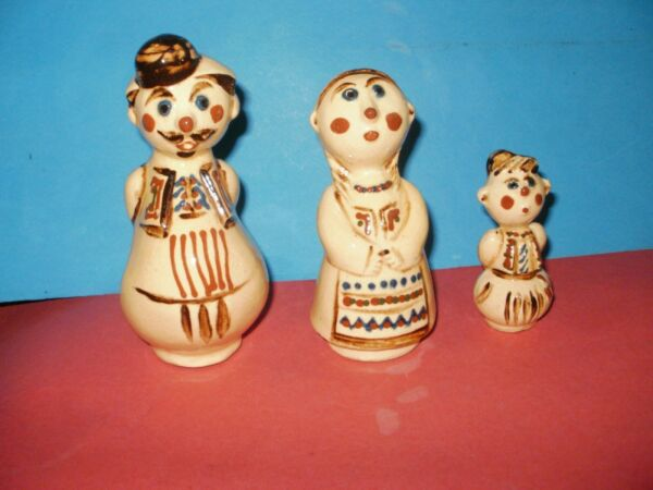 Bulgarian family sculptures in costumes Very rare EXCELLENT $51.59