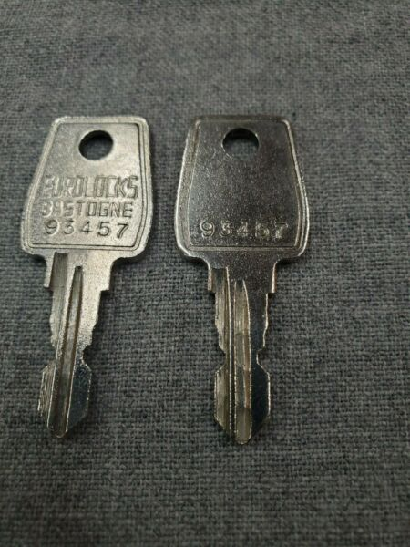 THULE RACK KEY 93457 457 LOT OF 2 $9.99