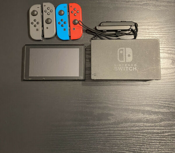 *STICK DRIFT SEE DESC* Nintendo Switch Console W Gray Joycons amp; Extra Set