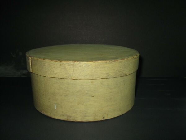 Antique Round WOOD painted PANTRY BOX with Cover 8 3 4quot;quot; Dia.