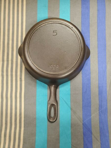 Griswold made #5 Iron Mountain cast iron skillet