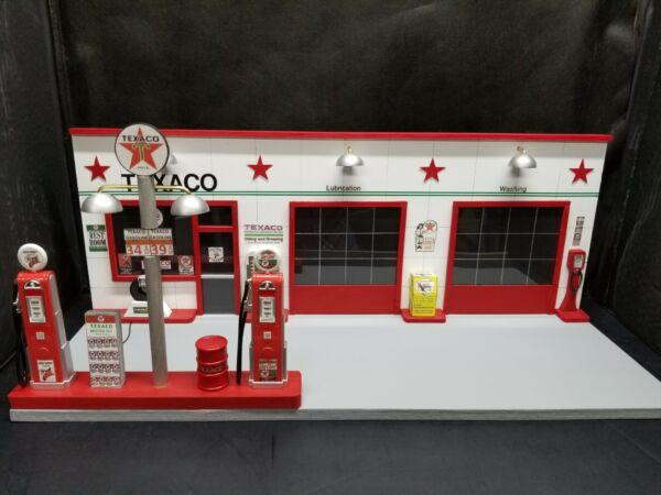 TEXACO GAS STATION FRONT W 2 PUMP ISLAND HAND CRAFTED 1:18TH SCALE DIORAMA $199.95