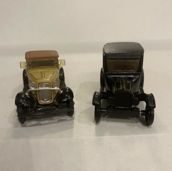 Pair Of ERTL Vintage FORD Cars 1 43 Scale Die Cast 1932 Roadster amp; 1923 Sedan