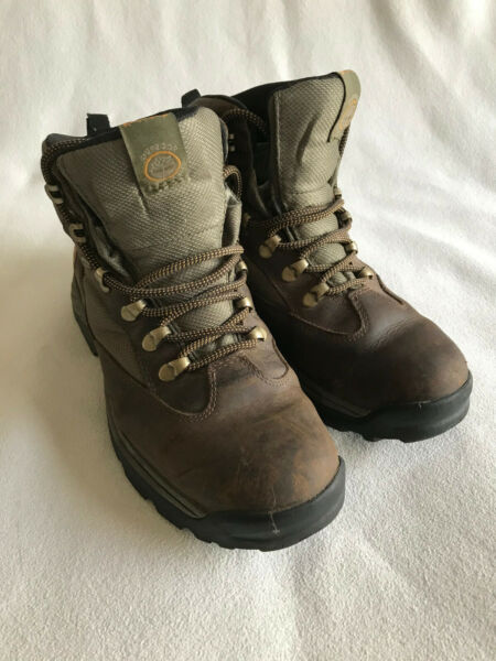 Timberland hiking boots Men#x27;s Size 8 Slightly used NICE $35.00