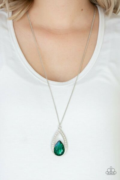 Paparazzi Jewelry Necklace Notorious Noble green