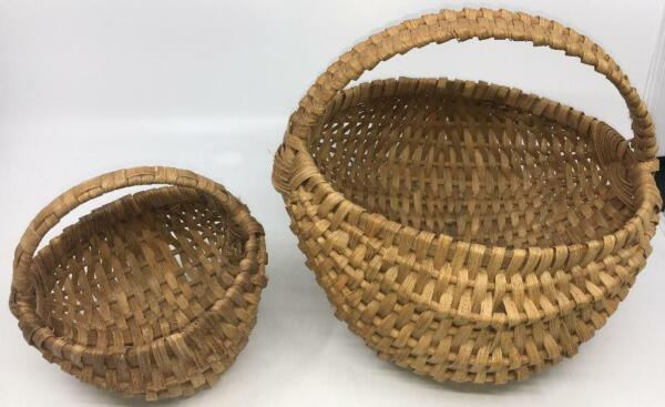 LOT 2 SMALL BUTT BUTTOCKS BASKETS WOOD HANDLED VINTAGE $18.00
