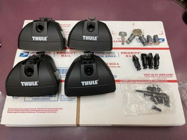 Thule 460R Rapid Podium Foot Pack includes Thule 544 One Key System Lock $189.99