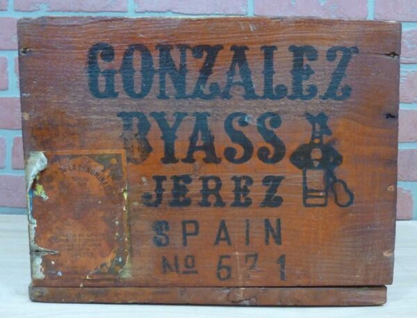 Old GONZALEZ BYASS Wooden Spirits Liquor Box Crate Flameco Bottle Guitar Player