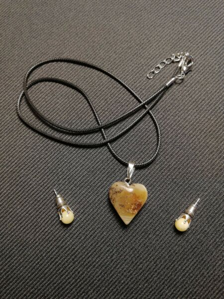 Handmade Baltic amber hearth necklace and earrings