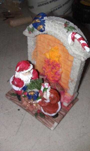 8LL24 CHRISTMAS DECORATION SANTA amp; ELF IN FRONT OF FIREPLACE SMALL CHIP VGC