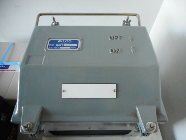 CLIPSAL WILCO -- SWITCH FUSED 3P 200A 500V -- WEATHERPROOF METAL BODY - WCFS3200