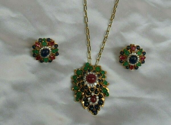 MAGNIFICENT FRENCH 18K DIAMOND RUBY SAPPHIRE & EMERALD NECKLACE EARRING SET