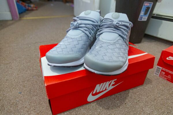 NIKE AIR PRESTO SE GRAY AND WHITE SIZE 10 NEW WITH BOX EXCELLENT CONDITION