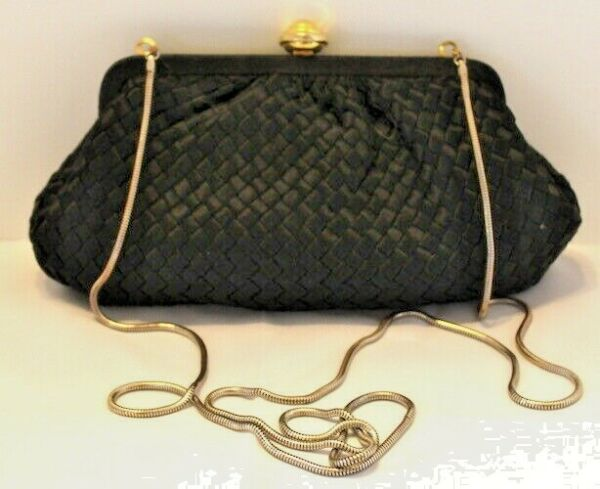 La Regale Vintage Black Woven Clutch Crossbody Chain Strap Purse
