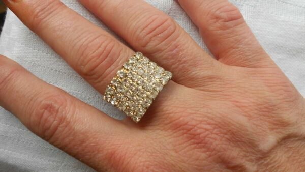 CLEAR CRYSTALS IN A DAZZLING OPEN ROLL GLITZY RING SIZE ADJUST