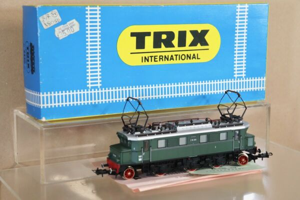 TRIX 2440 DR GREEN CLASS BR E05 001 E-LOK ELECTRIC LOCOMOTIVE BOXED nv