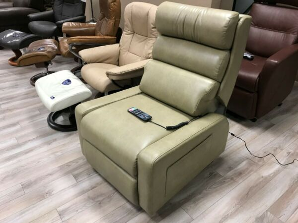 Cozzia MC-520 Lift Chair Dual Motor Infinite Position Lay-Flat Massage Recliner