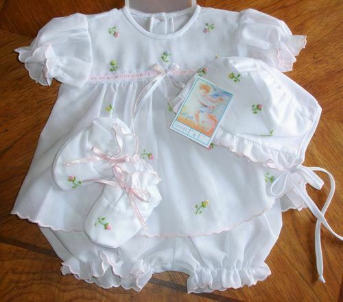 Preemie Newborn Baby Girl Infant Gift Set wBonnet Booties Take-Me-Home Dolls NW