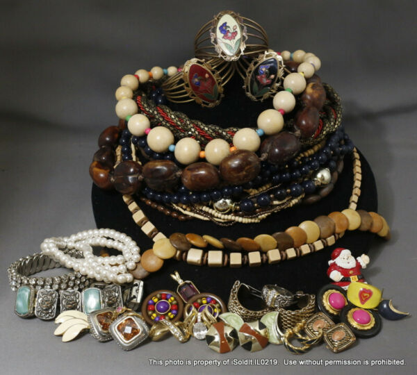 BIG LOT VINTAGE COSTUME JEWELRY Necklaces Bracelets Rings