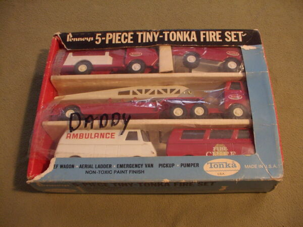 Penny#x27;s 5 piece Tiny Tonka Fire set with box
