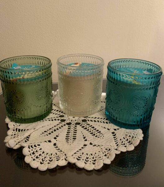 The Pioneer Woman 12oz Adeline Candle. Vanilla Frosting Fir Tree Prairie Grass