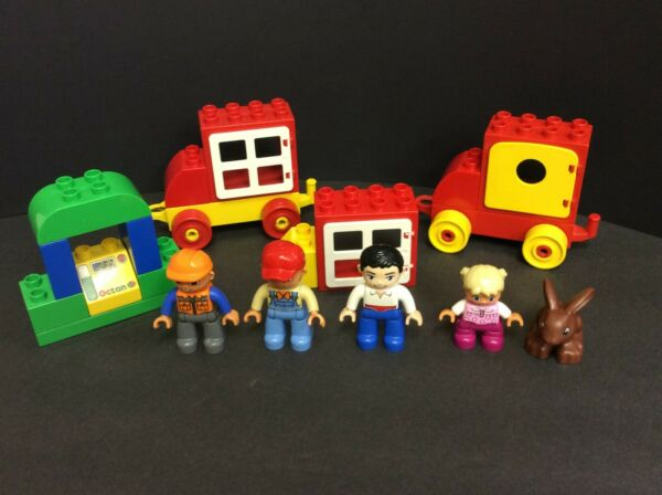 LEGO Vintage DUPLO Lot Of 5 Figures 2 Cars and gas 20 Pieces