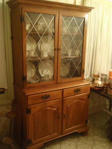 Gorgeous Ethan Allen 2 Piece Heritage Traditional Nutmeg Maple China Cabinet $695.00