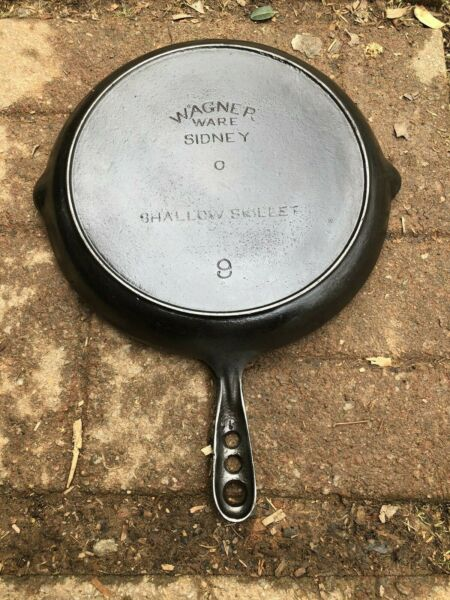 Wagner Ware Sidney No. 9 Cast Iron Shallow Skillet 3 Hole Handle
