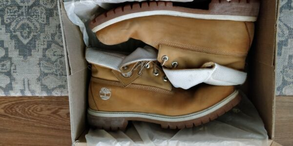 ***Timberland boots Roll top*** $20.00