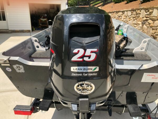2015 Suzuki 25hp outboard 4 stroke engine with 20 inch shaft and only One owner $3000.00