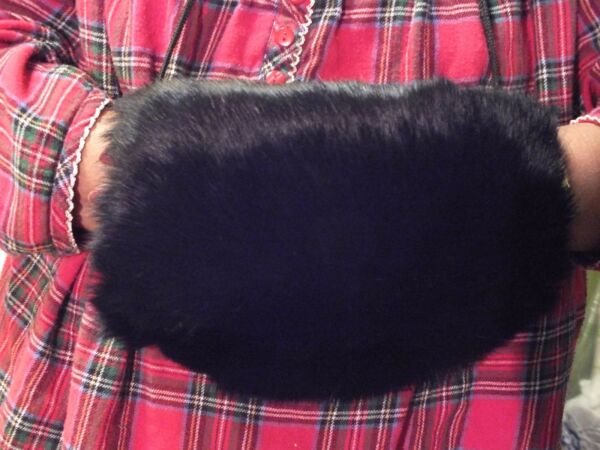 KC COLLECTIONS Dyed Rabbit FRANCE Fur Hand MUFF Barrel Glove Warmer Bridal NWT