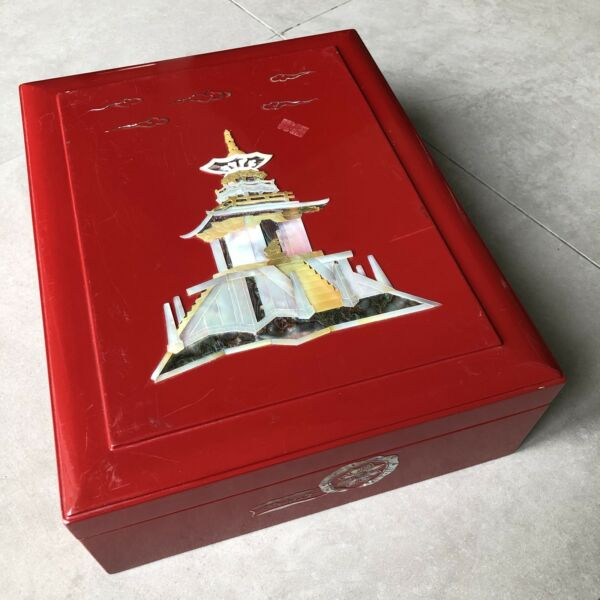 R10 Vintage Japanese Wood Lacquer Pearl  Shell Castle Design Large Box Ceremony