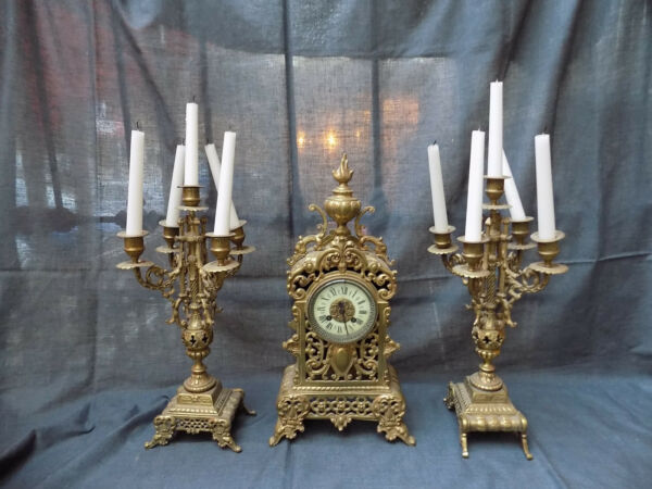 ANTIQUE FIREPLACE BRONZE WIND-UP CLOCK WITH CANDLE HOLDERS